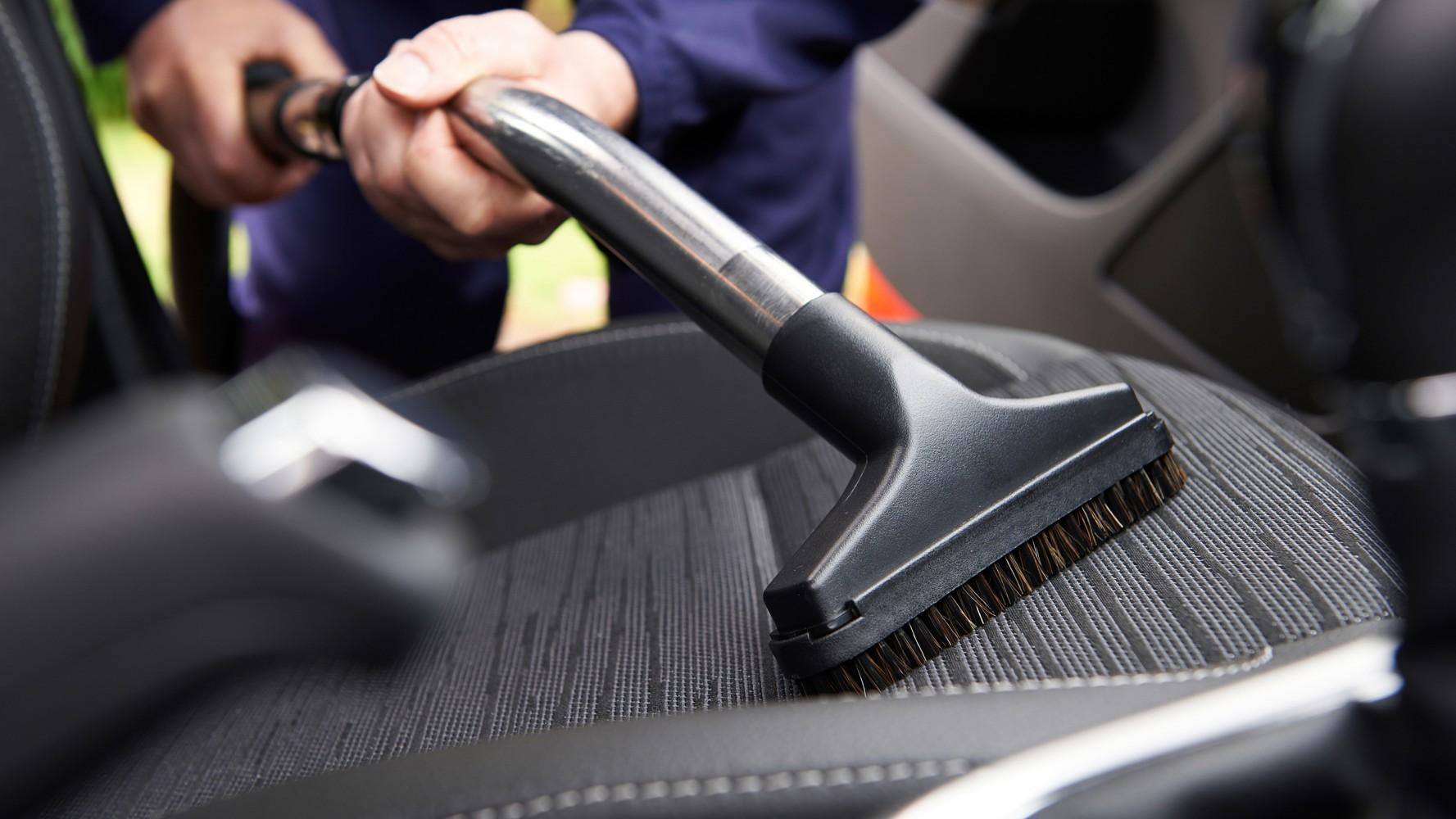 Как да премахнем лошите миризми от колата?